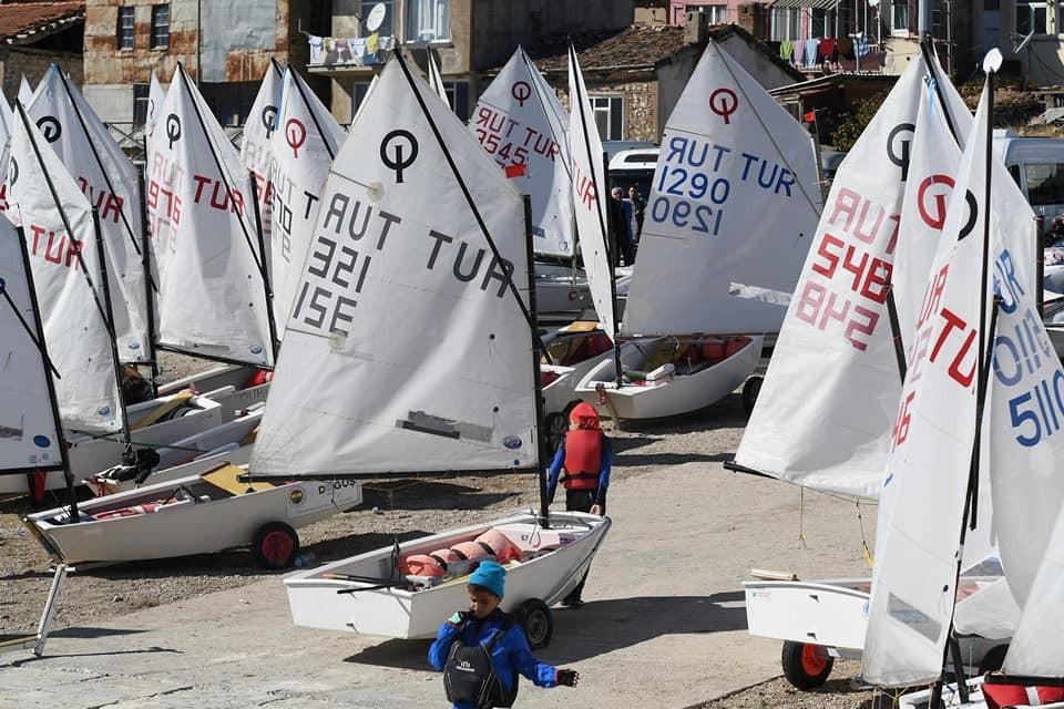 Eğirdir Gölü 3. Altın Elma Optimist Yelken Yarışlarından kareler...