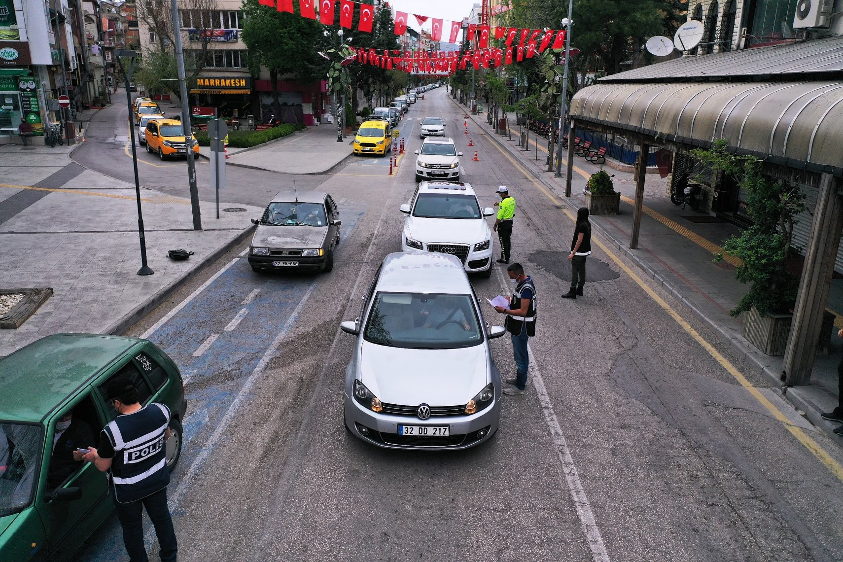 17 Günlük Tam Kapanma Başladı. Meydanlar, Sokaklar Boş Kaldı